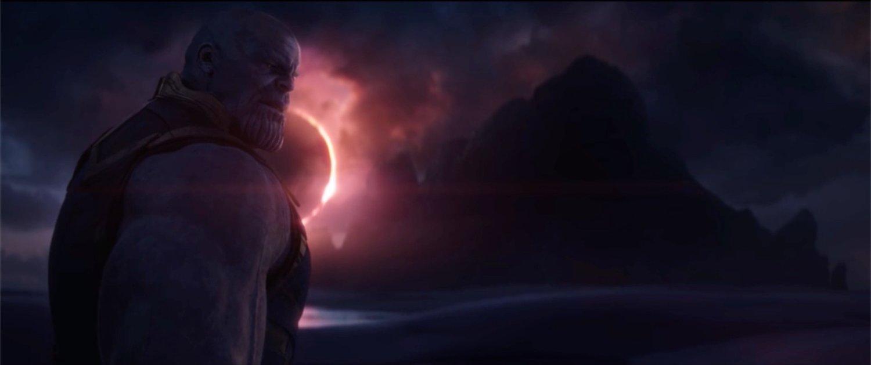 Thanos olhando para Gamorra.
