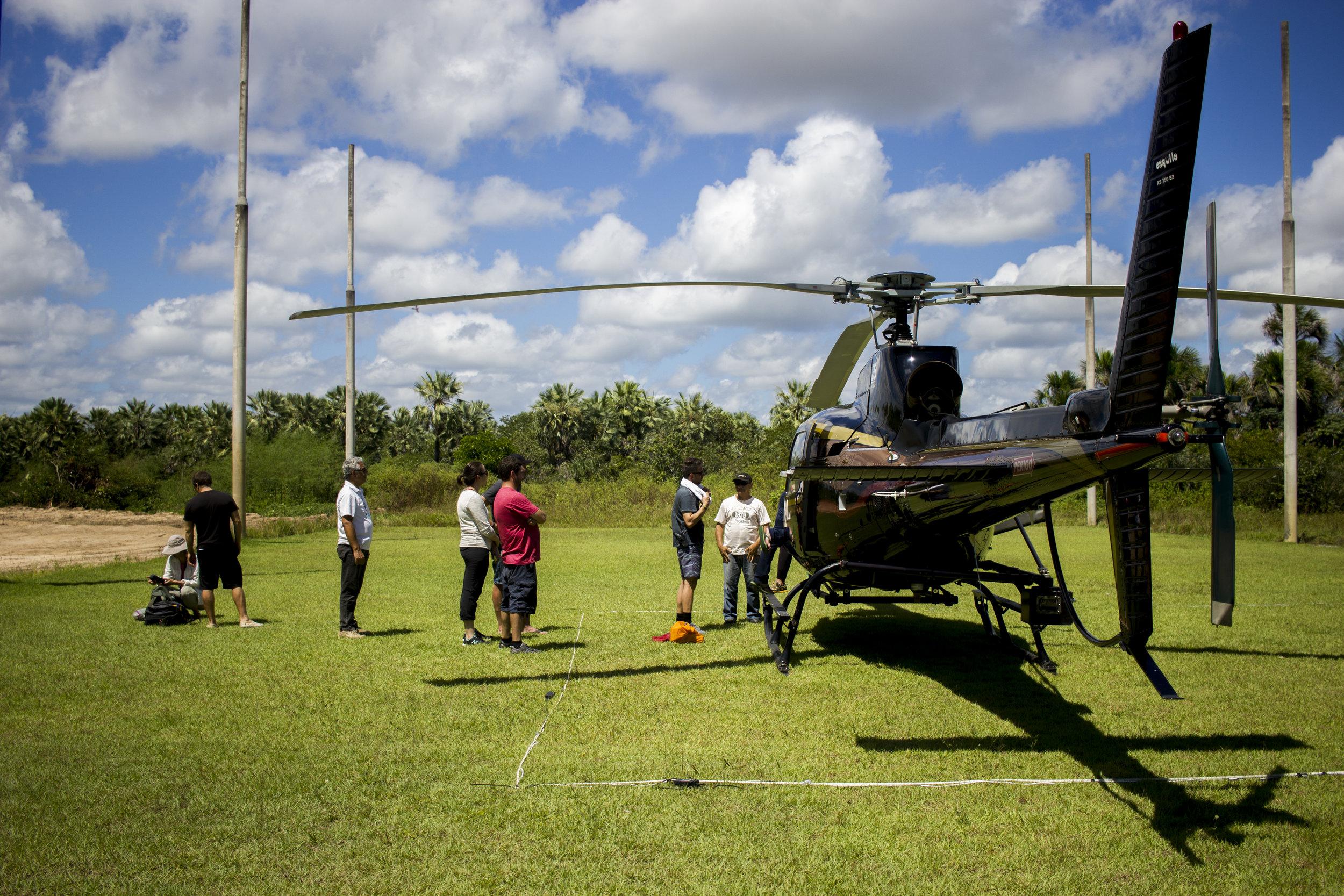 Helicóptero chegando do Rio de Janeiro para filmar no Maranhão.