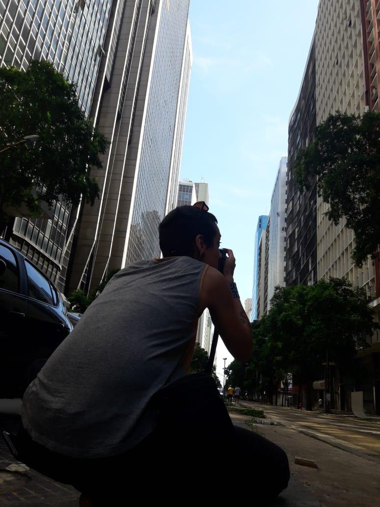 Karima Shehata fotografando as ruas de São Paulo