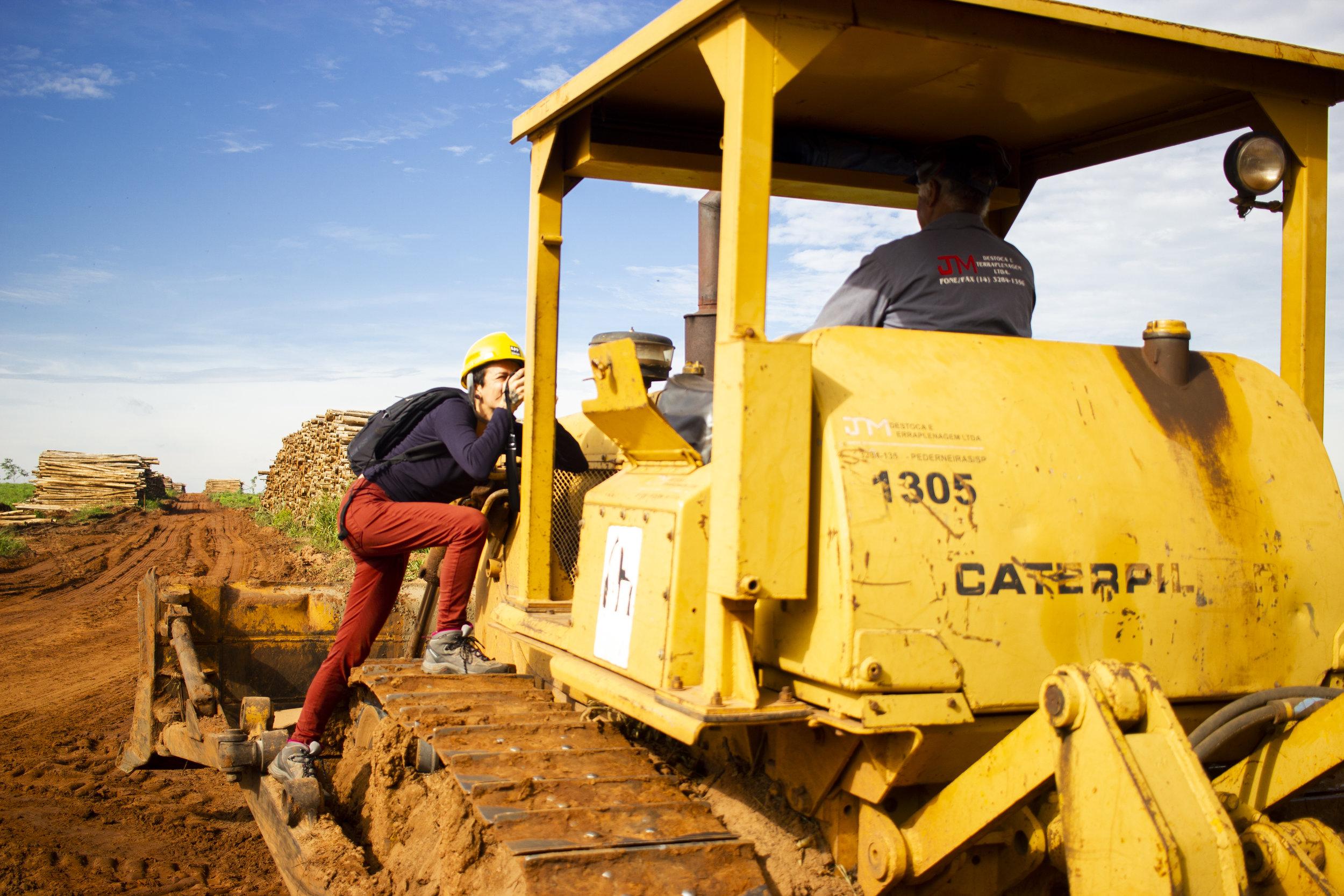 Karima Shehata fotografando funcionário da Lwart