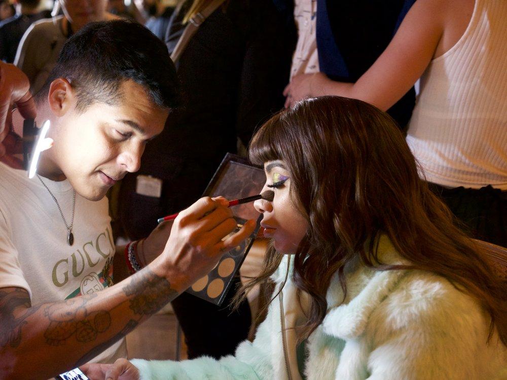 The make up artist Luís Torres in action!