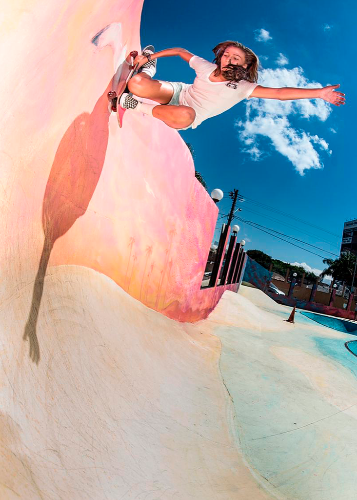 A member of the Brazilian Skate Park National Team in 2018 and 2019, she is currently ranked eighth in the Word Skate ranking which is the international federation responsible for skateboard in the Tokyo Olympics 2020.