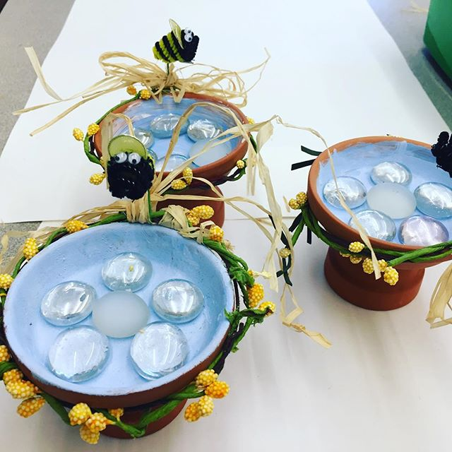 Spring Bee 🐝Feeders- made in our final Winter workshops last week. We had enough of winter crafts. #afterschoolenrichment #thepaintedbirdcrafts #kidscrafts #craftsforkids #springcrafts