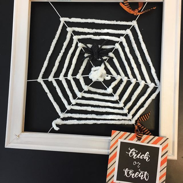 More Spider Web Frames kids and parents love these and they are so much fun to make! #halloweencrafts #kidscrafts #afterschoolenrichment #craftsforkids #craftymom #thepaintedbirdcrafts #craftingisfun