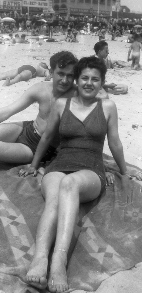 Forever Frieda with John <3 on Coney Island