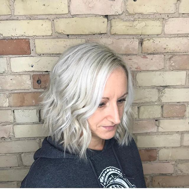 Warm weather and icy blondes ☀️❄️ Cut & color by Ryan • #capelligr