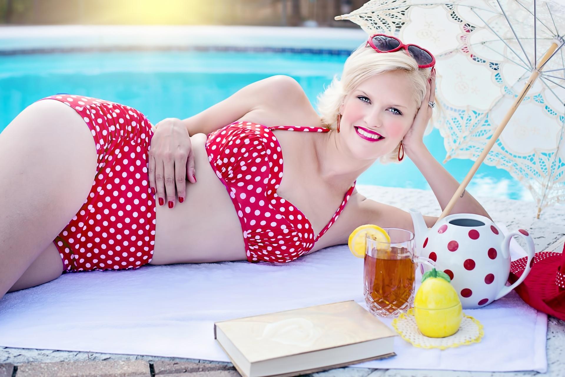 bikini red white.jpg