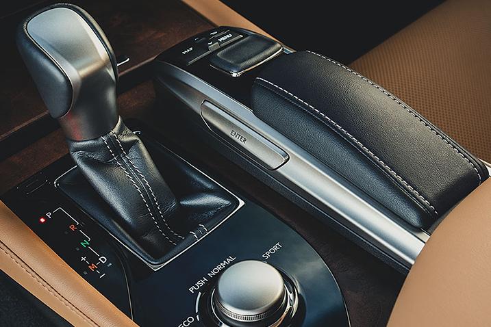 2016-lexus-GS-200T-interior.jpg
