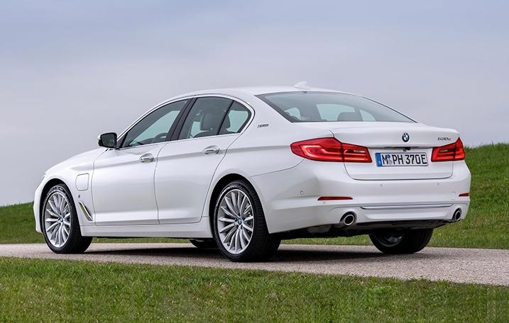 2019-BMW-530-Rear.jpg