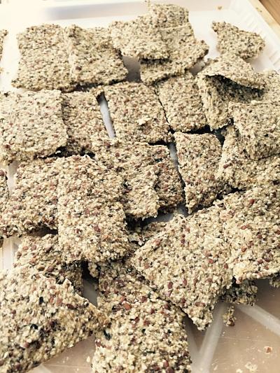 Knekkebrød - frø og nøtter - fermentert agurk-lake