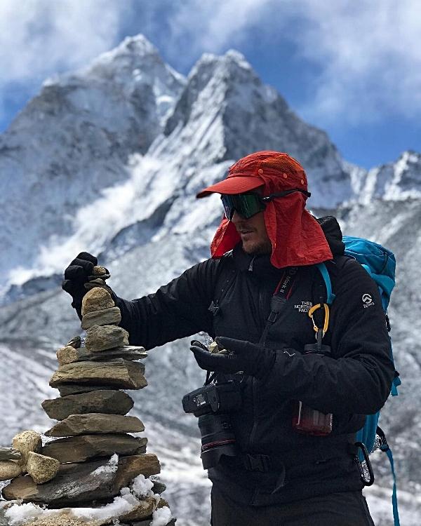 Konsentrasjon, fokus, balanse - bra å ha på vei opp til toppen av Imja Tse, 6189 meter.