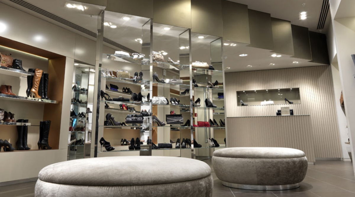 01_dune_shoe_store_london_0.jpg