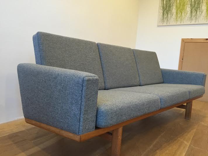 Hans Wegner Sofa 3.jpg
