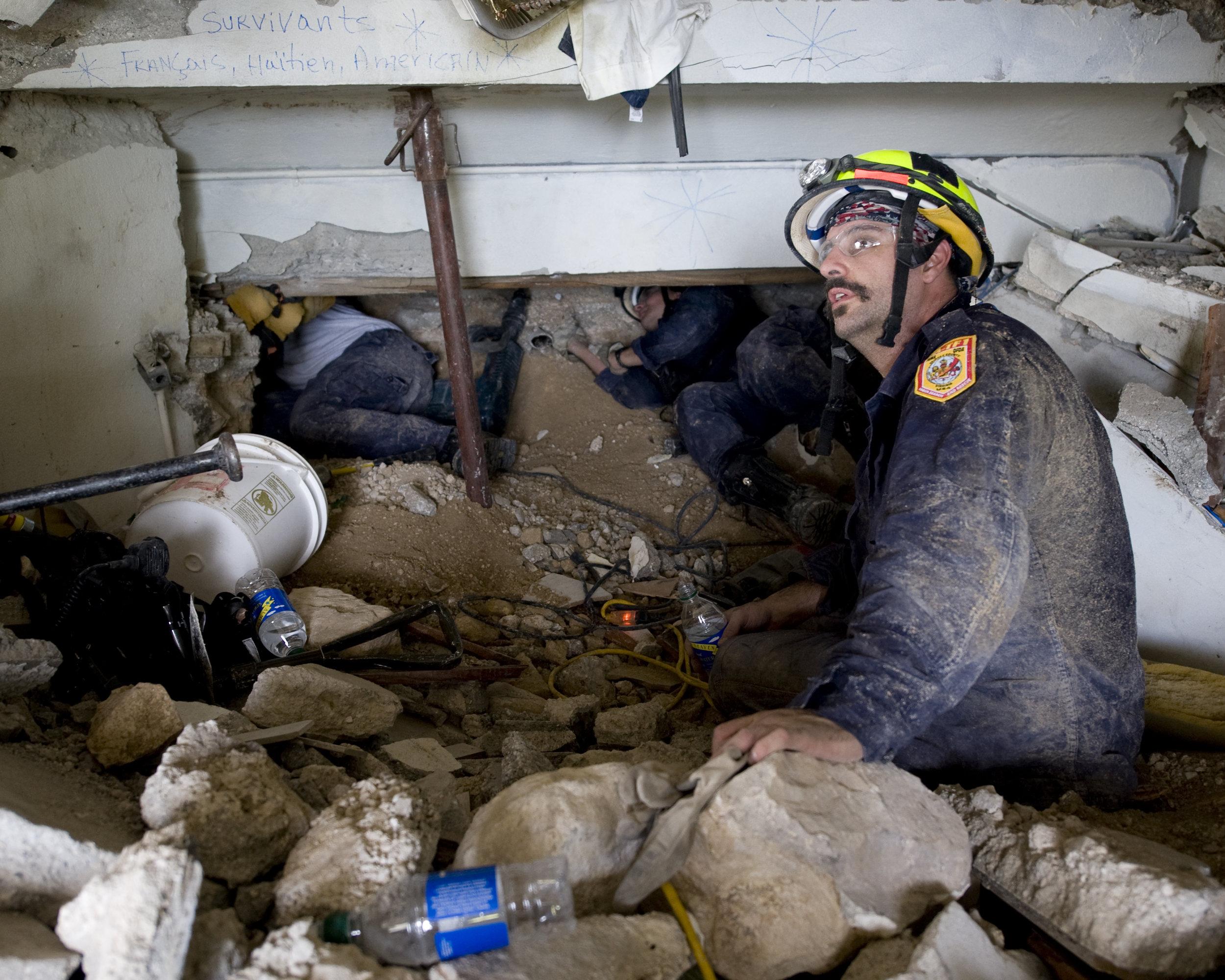 Fairfax_County_Urban_SAR_conducting_rescue_ops_inside_Montana_Hotel_2010-01-14.jpg
