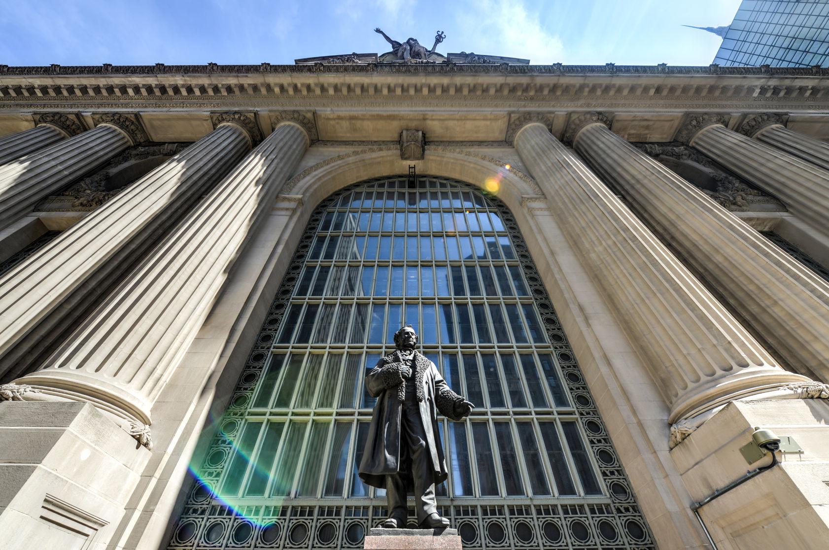 Cornelius Vanderbilt in front of Grand Central Station. Image Copyright :Felix Lipov