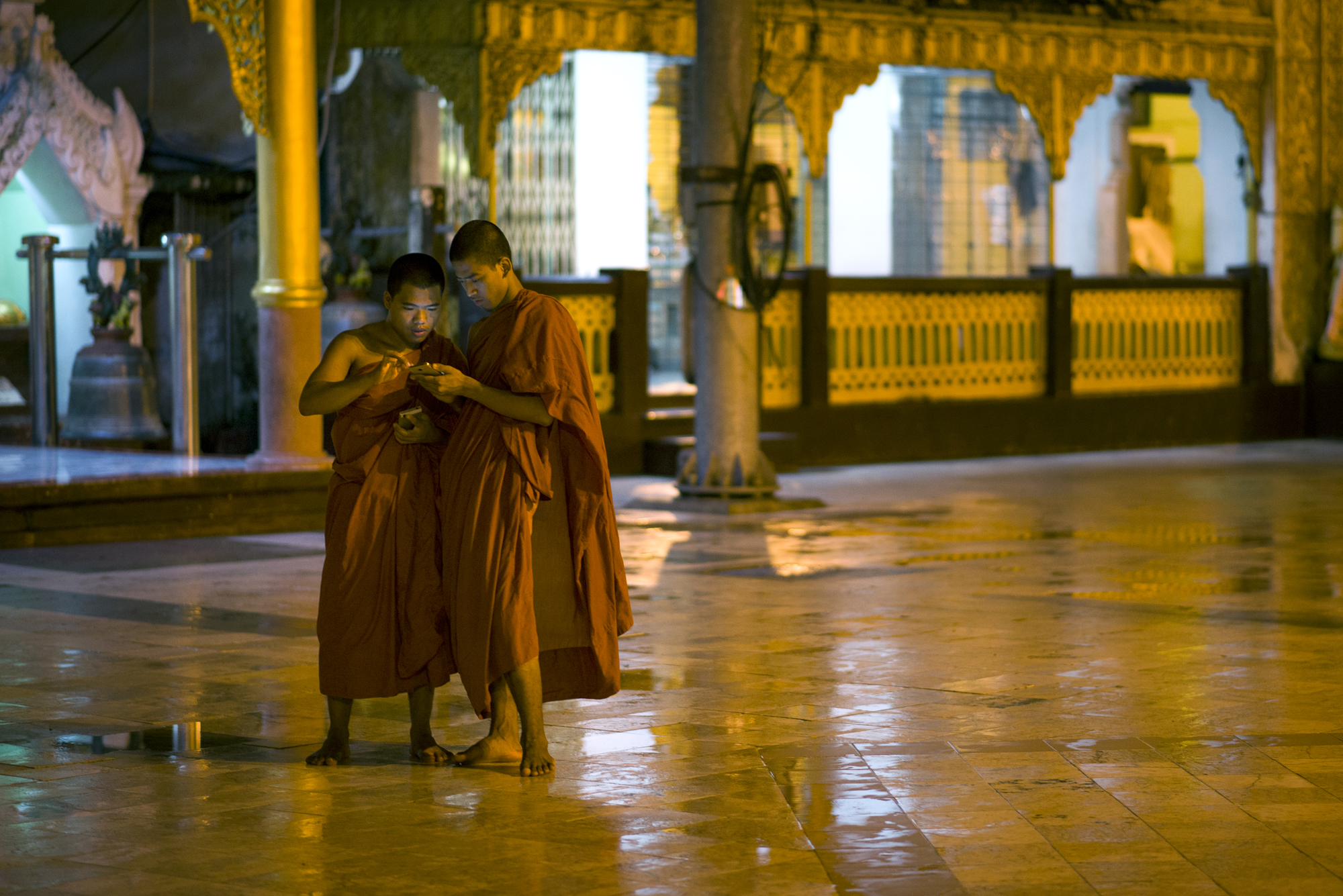 SHWEDAGON MONKS MOBILE.jpg
