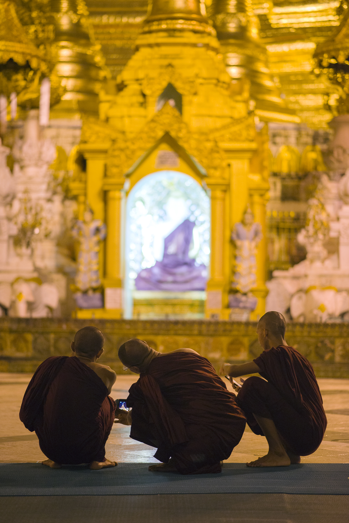 SHWEDAGON MONKS.jpg