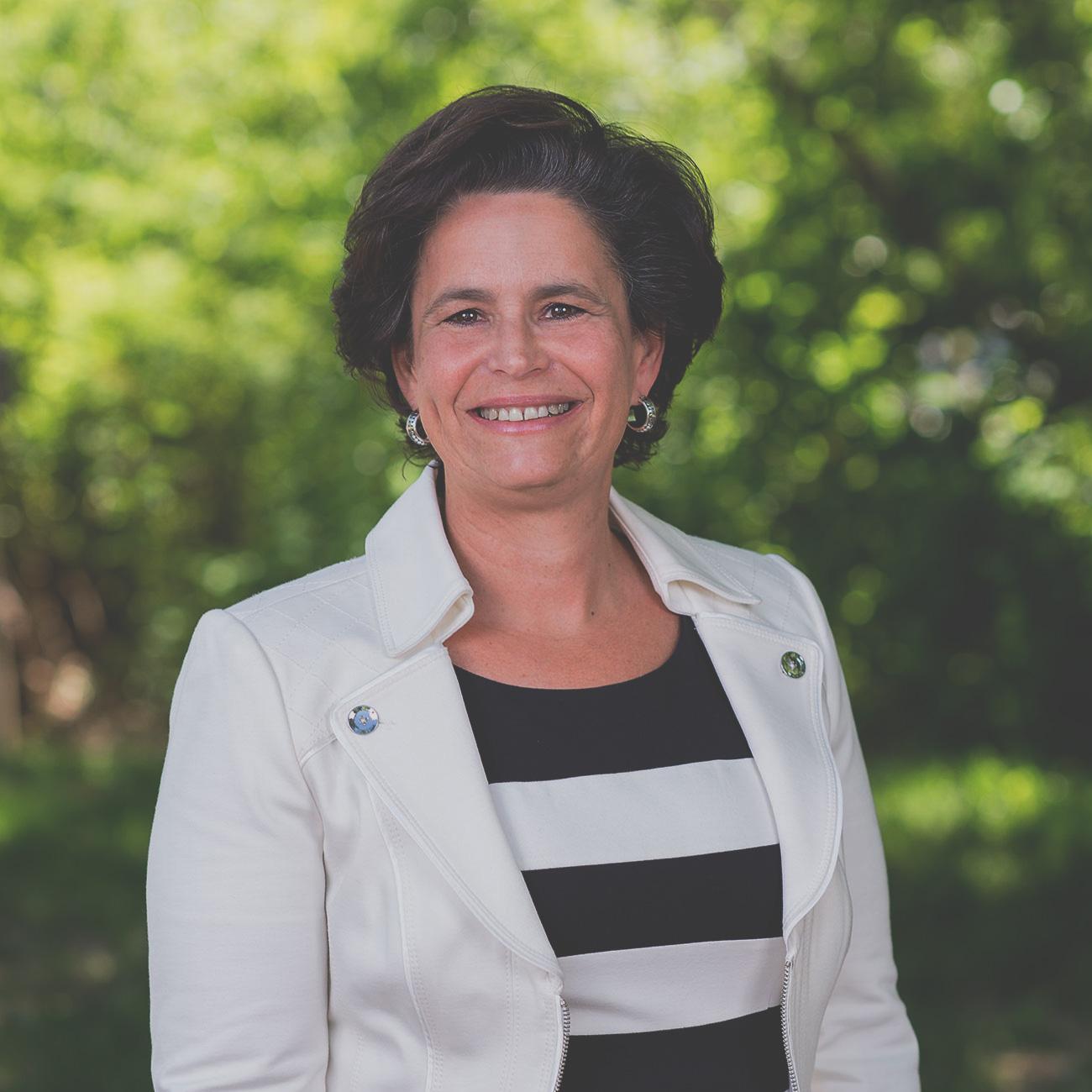Renée E. Ezer