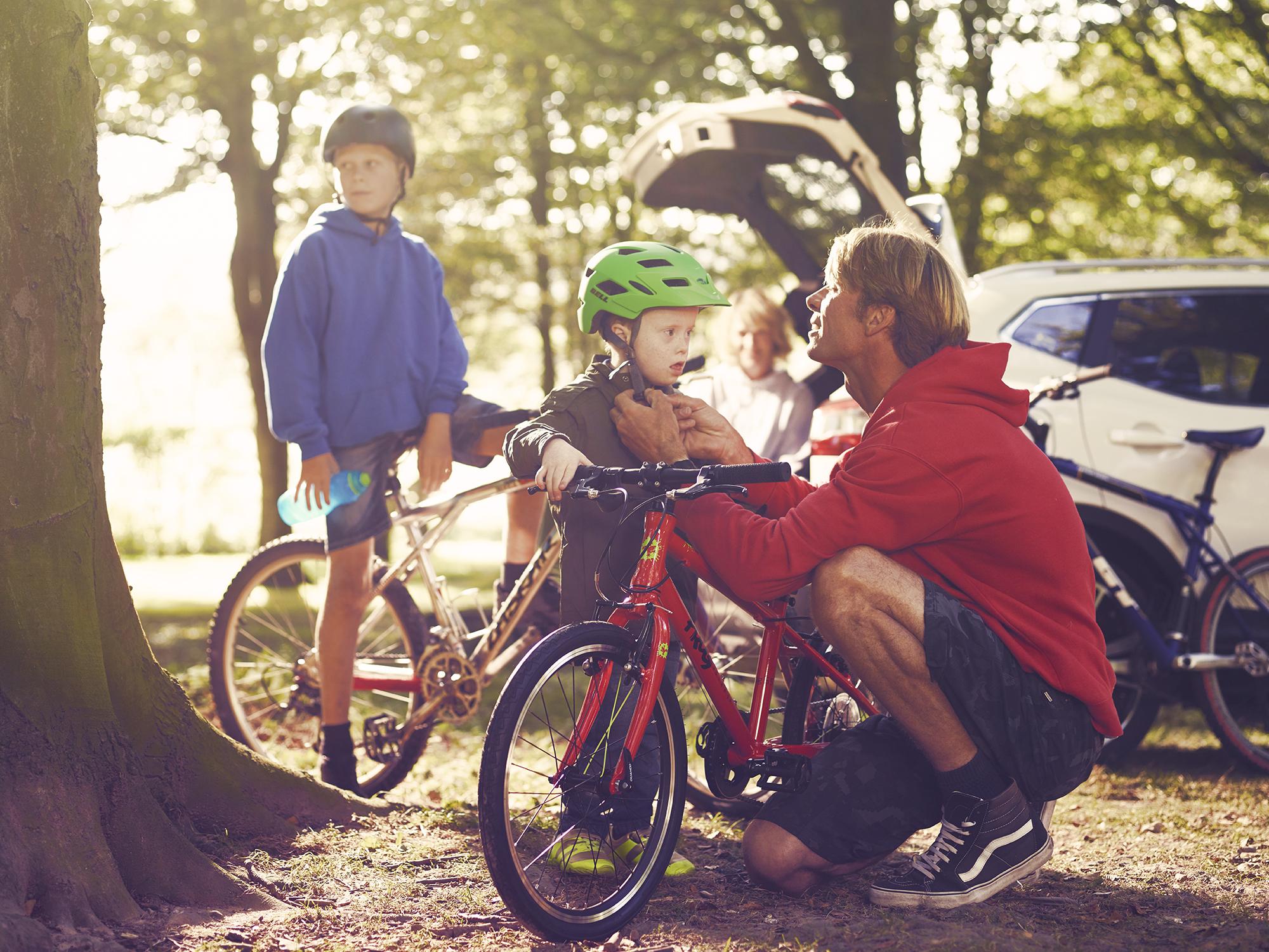 Laurie_Griffiths_Motability_Cyclists.jpg