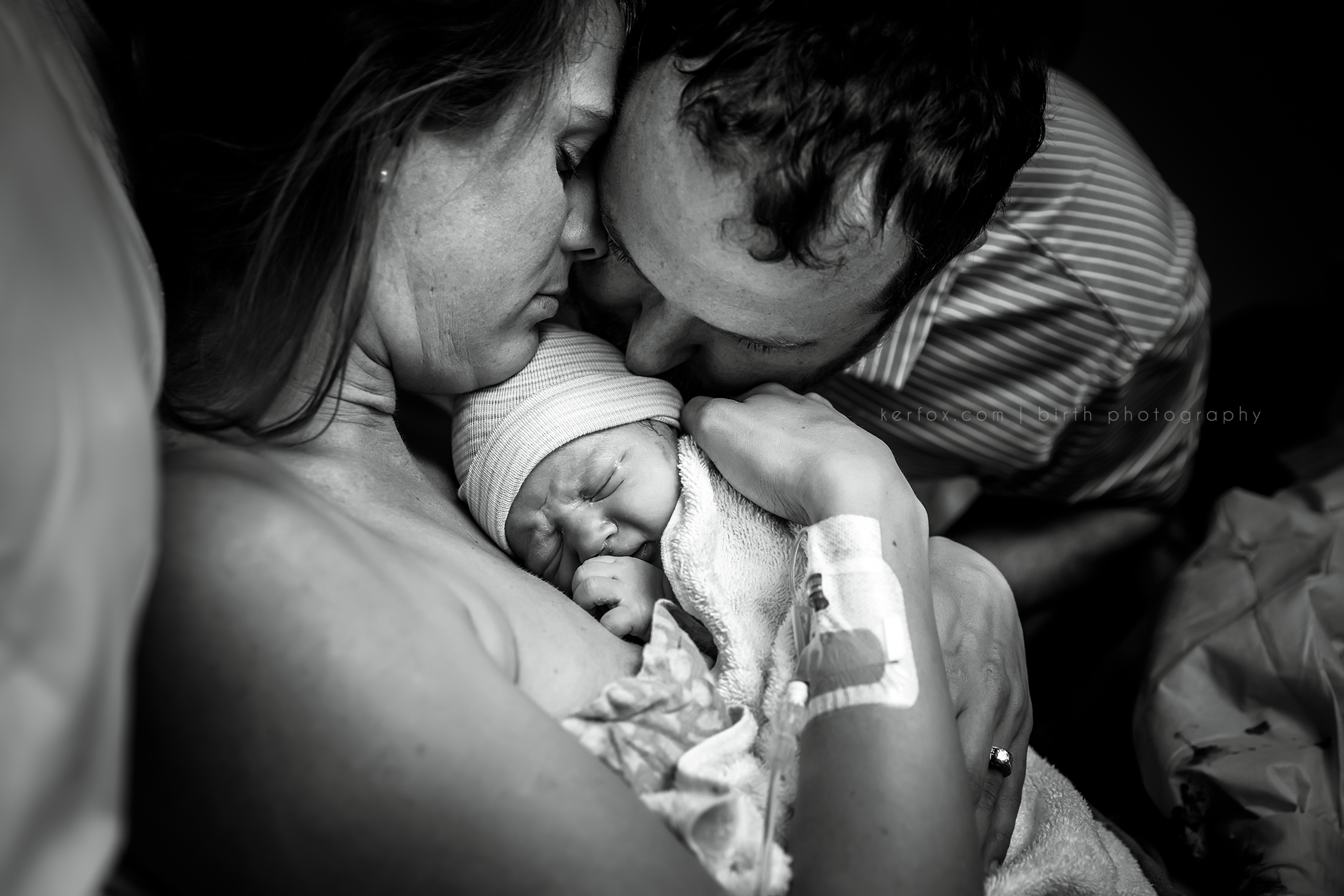 columbus, ga birth photography, ker-fox photography, baby on mom's chest, dad kissing baby