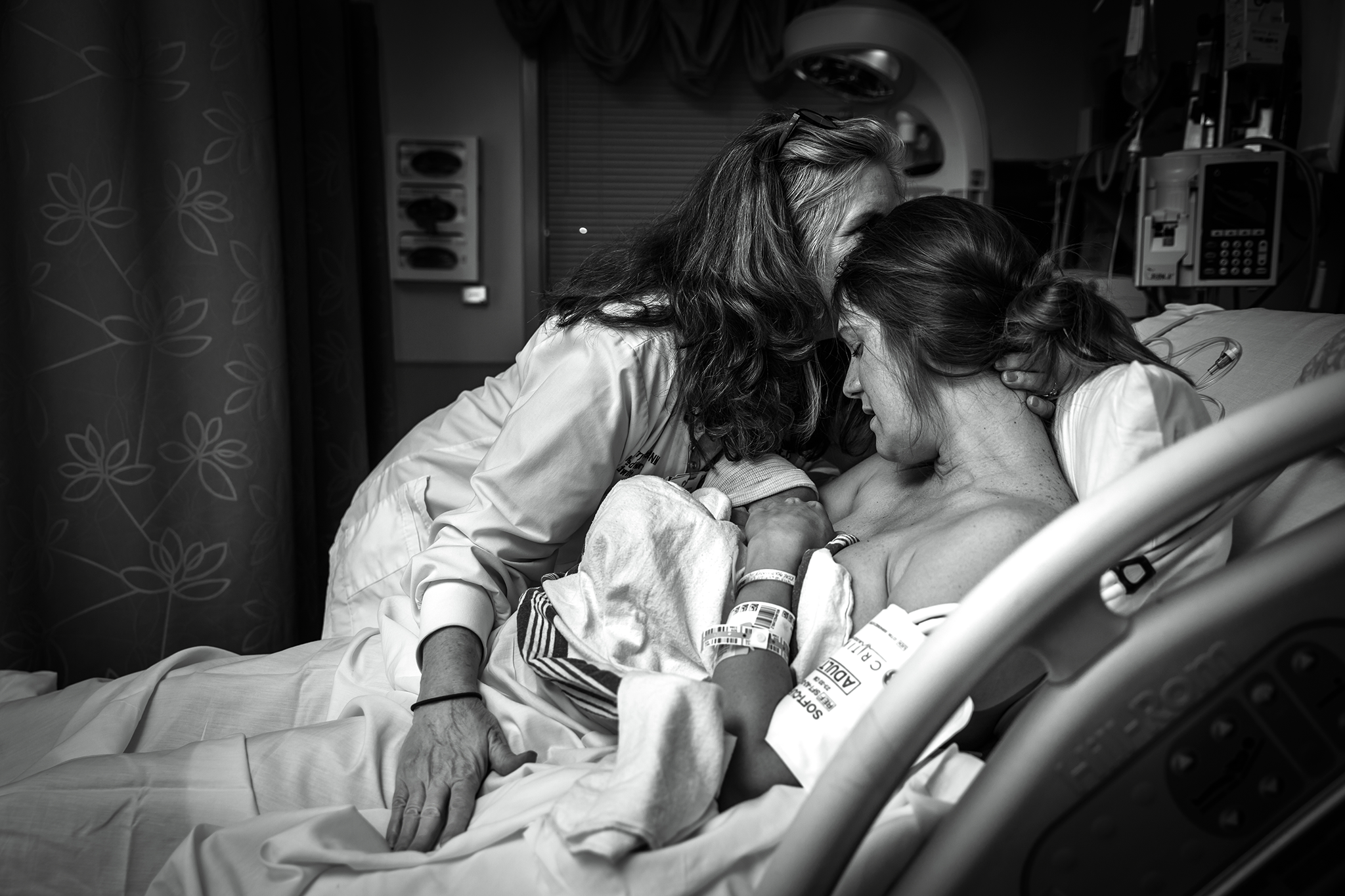 columbus, ga birth photography, ker-fox photography, midwife embracing and kissing patient