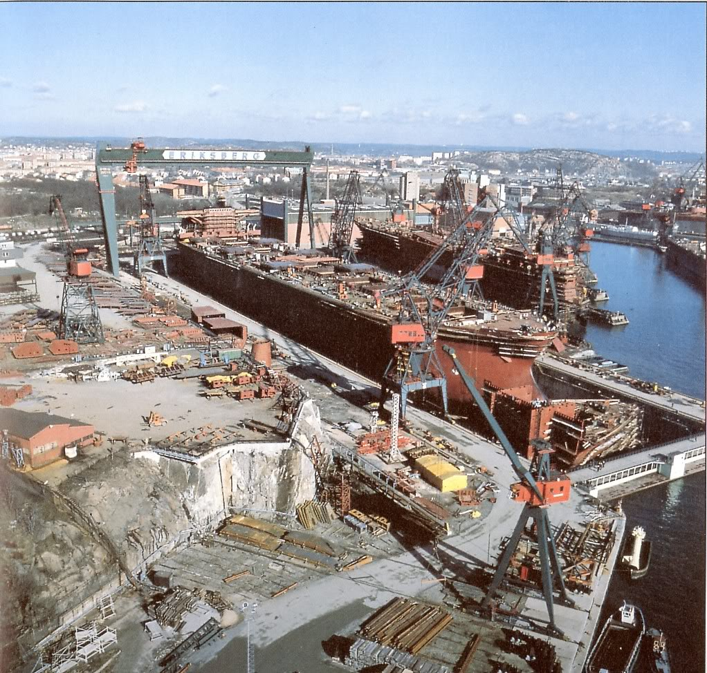 A photo in the 70s with the new building Svealand 270 000 DWT and on the slipway a RoRo construction.  (www.landgangen.se)
