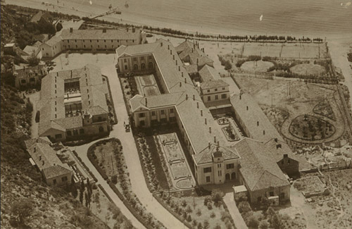 The original Hotel Grand in the early 1920s (www.dubrovnik-riviera.hr)
