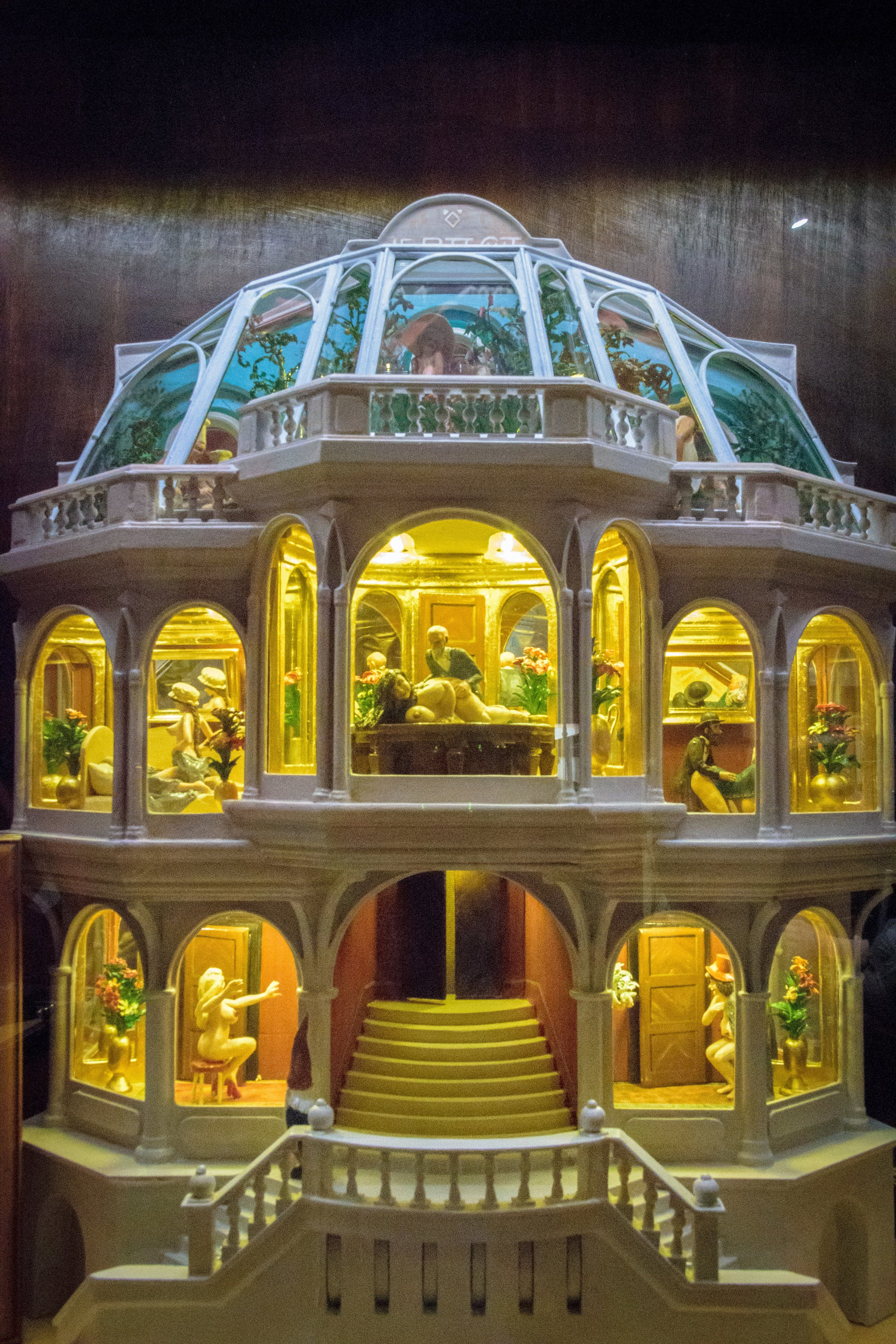 the most fascinating dollhouse I've ever seen