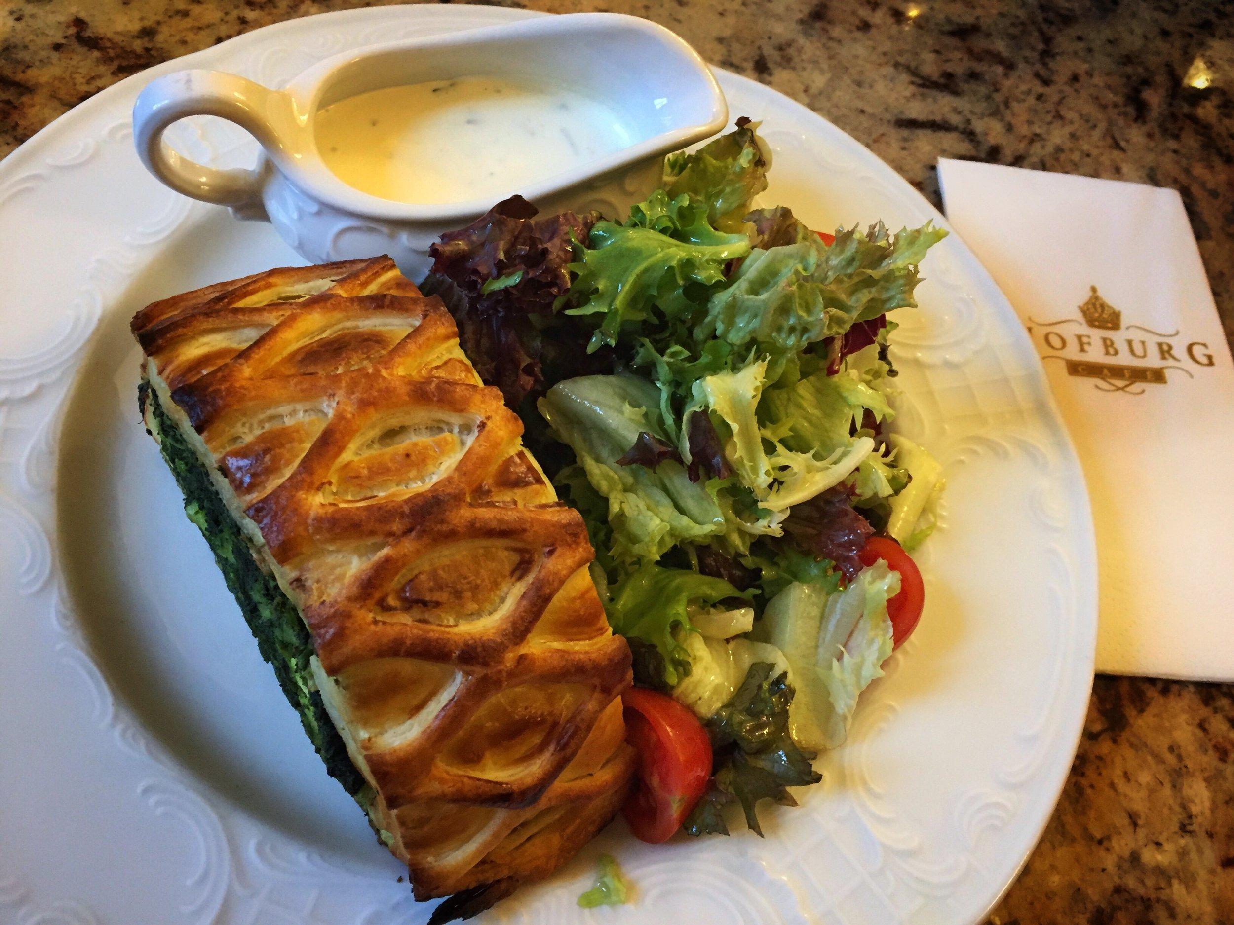 spinach goatcheese strudel & salad at Café Hofburg (Vienna)