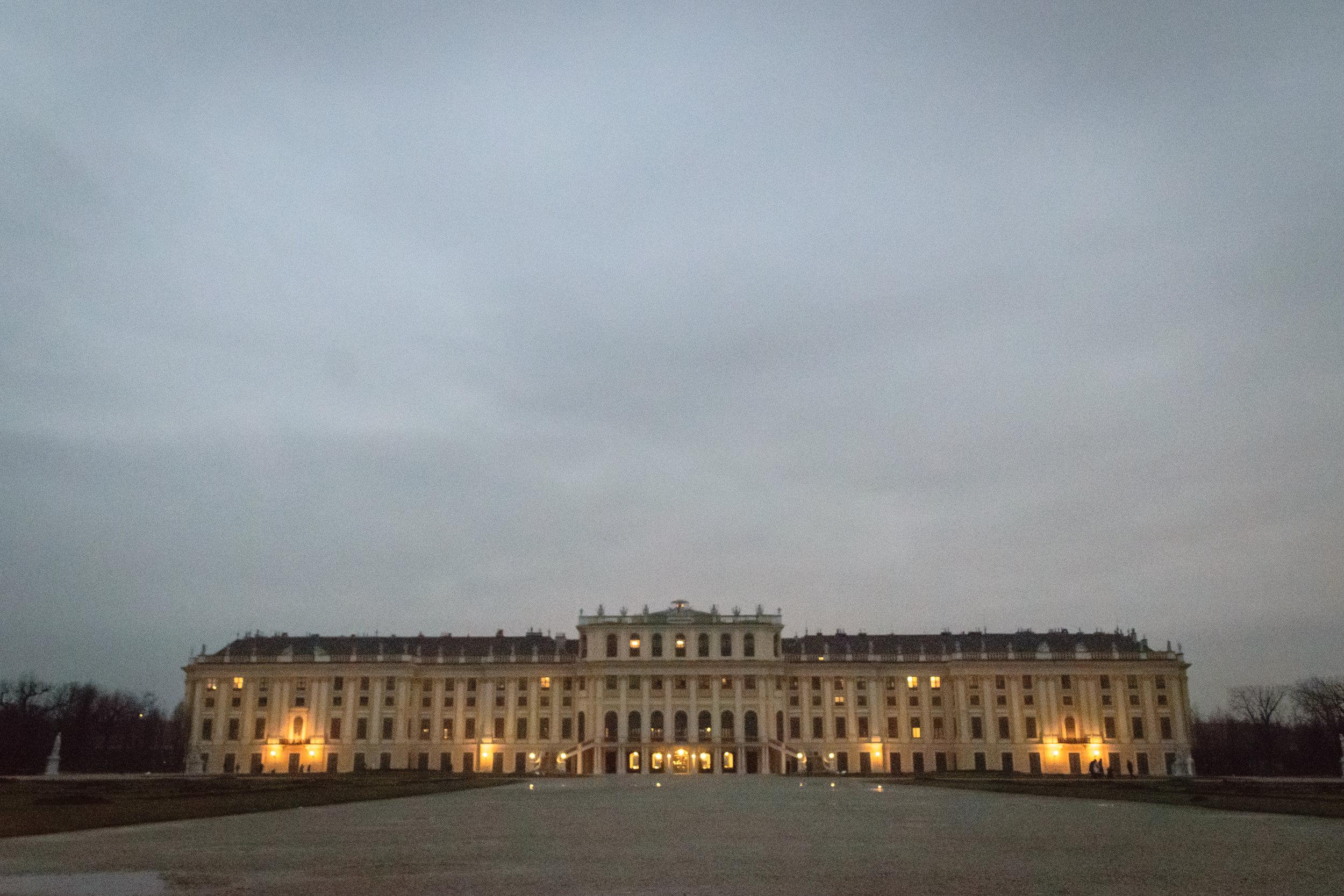 not-so-hot photo of the sprawling Schönbrunner Palace