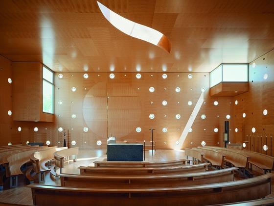 church interior (photo credit: detail.de)