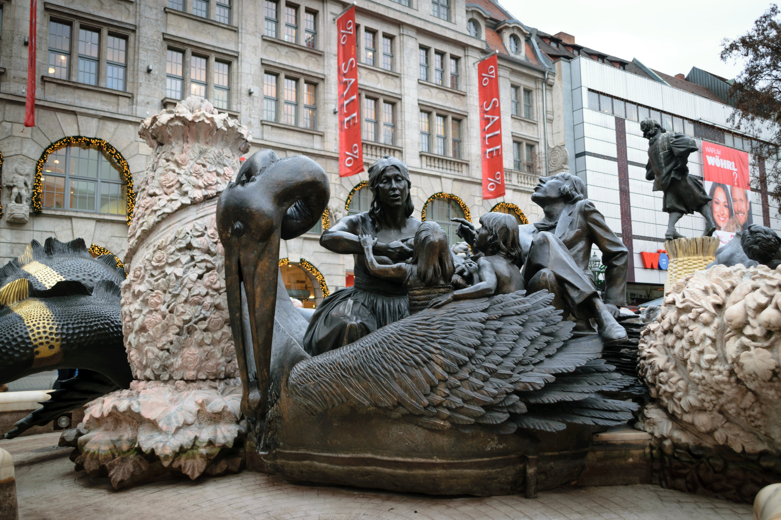 Ehekarussell, a controversial 1984 fountain with ring of statues portraying Hans Sachs' poem 'Bitter-sweet Married Life'