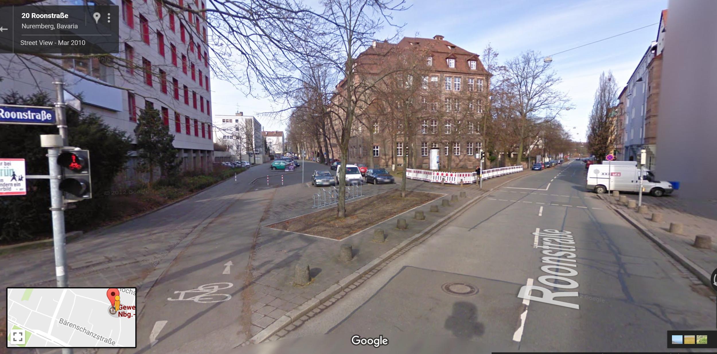 street access favors bikes/peds over vehicles at Bärenschanzstraße 8B