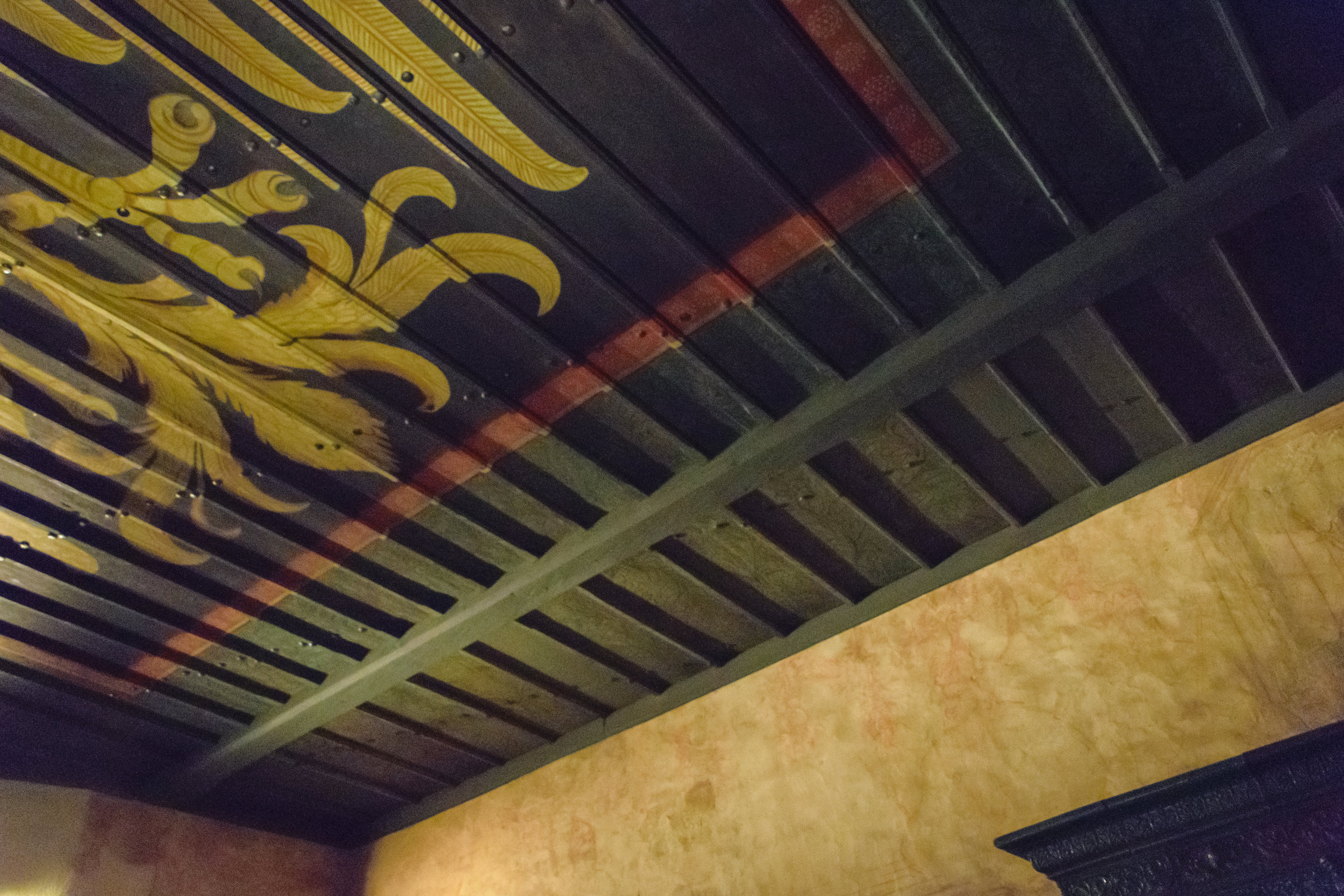 simple yet details ceiling painting