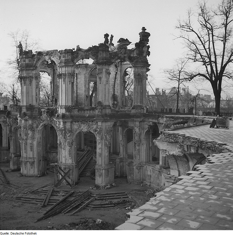 ruined pavilion, 1945 (photo credit: Deutsche Fotothek)