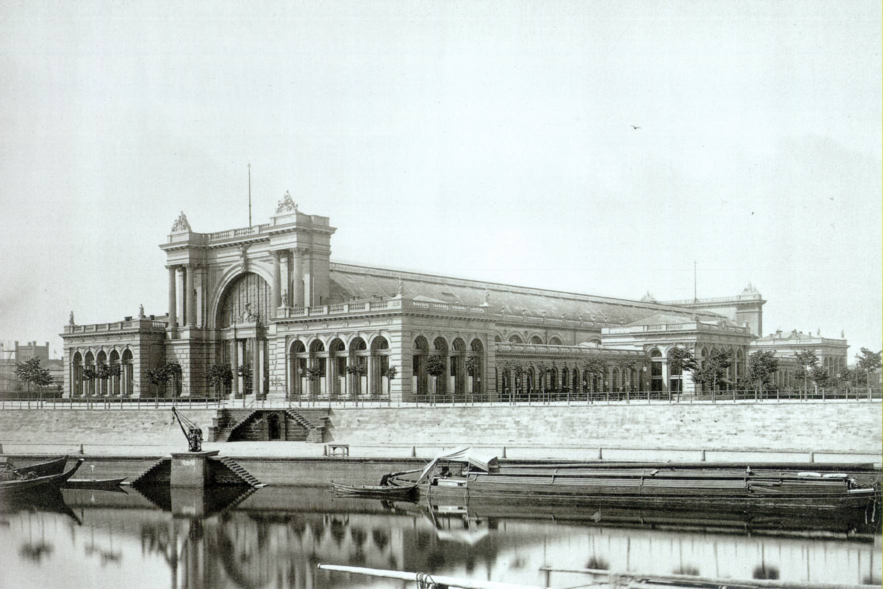 the 1879 Lehrter station, where the new station stands; the historic station was heavily damaged in the war (photo credit: Von Hermann Rückwardt)