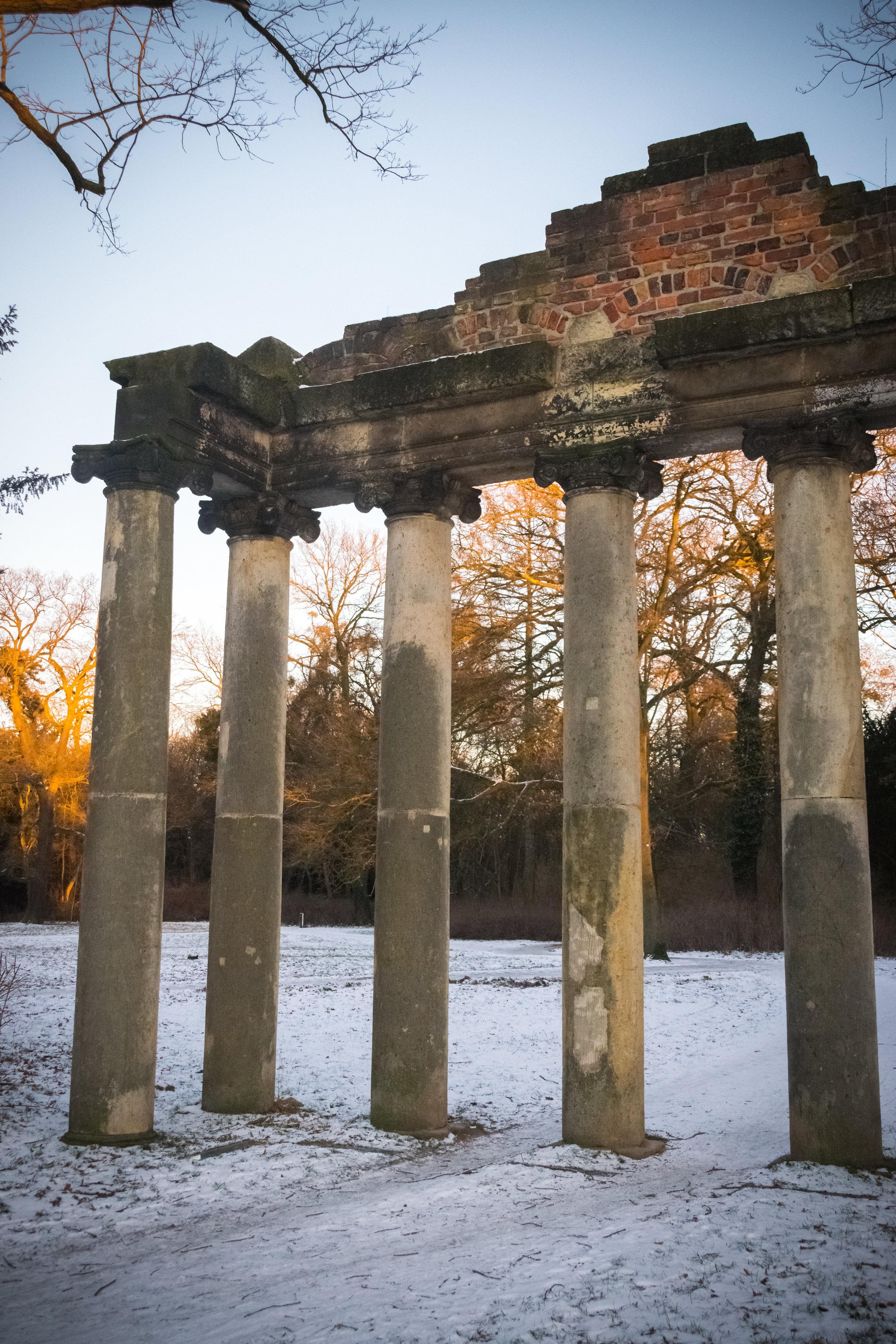 Sieben Saeulen Roman ruins across from refreshment kiosk