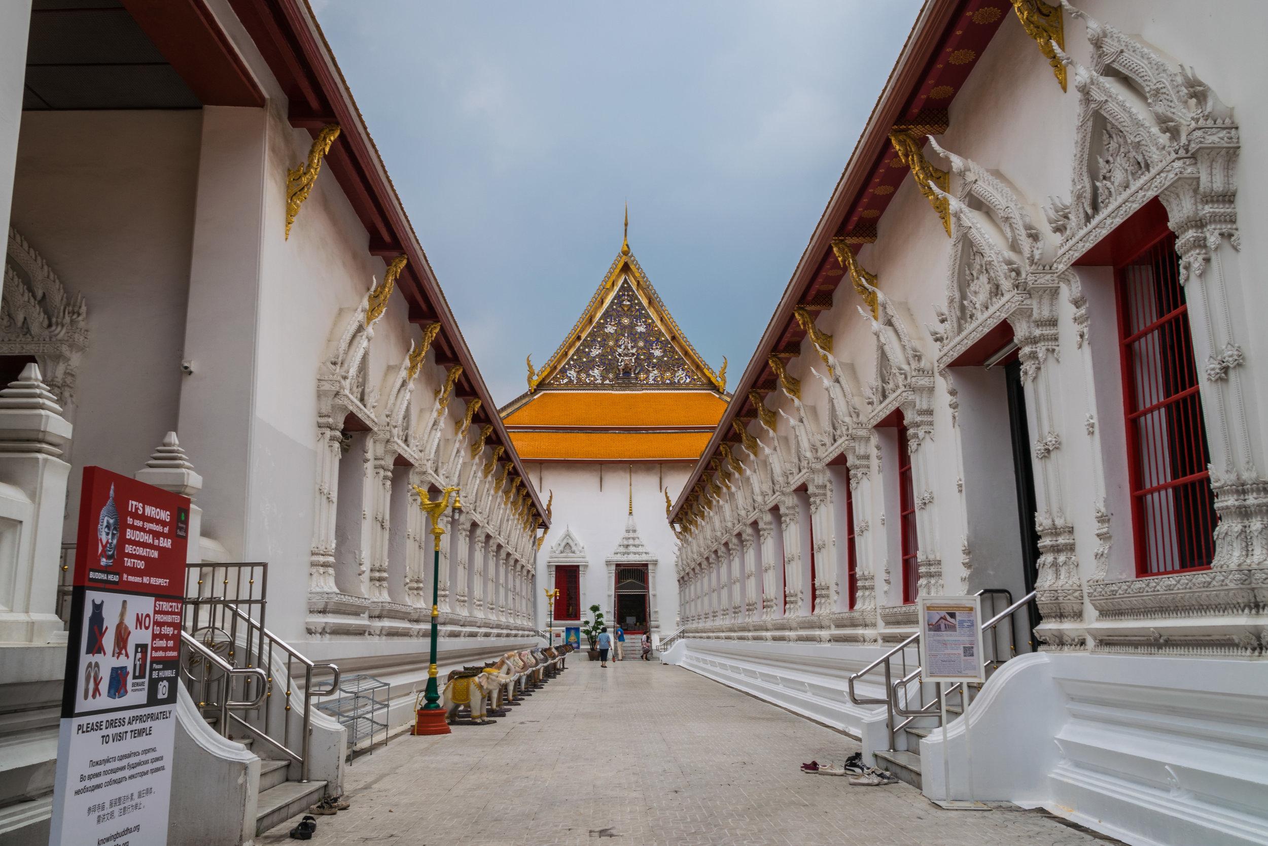 Bangkok temple-1.jpg