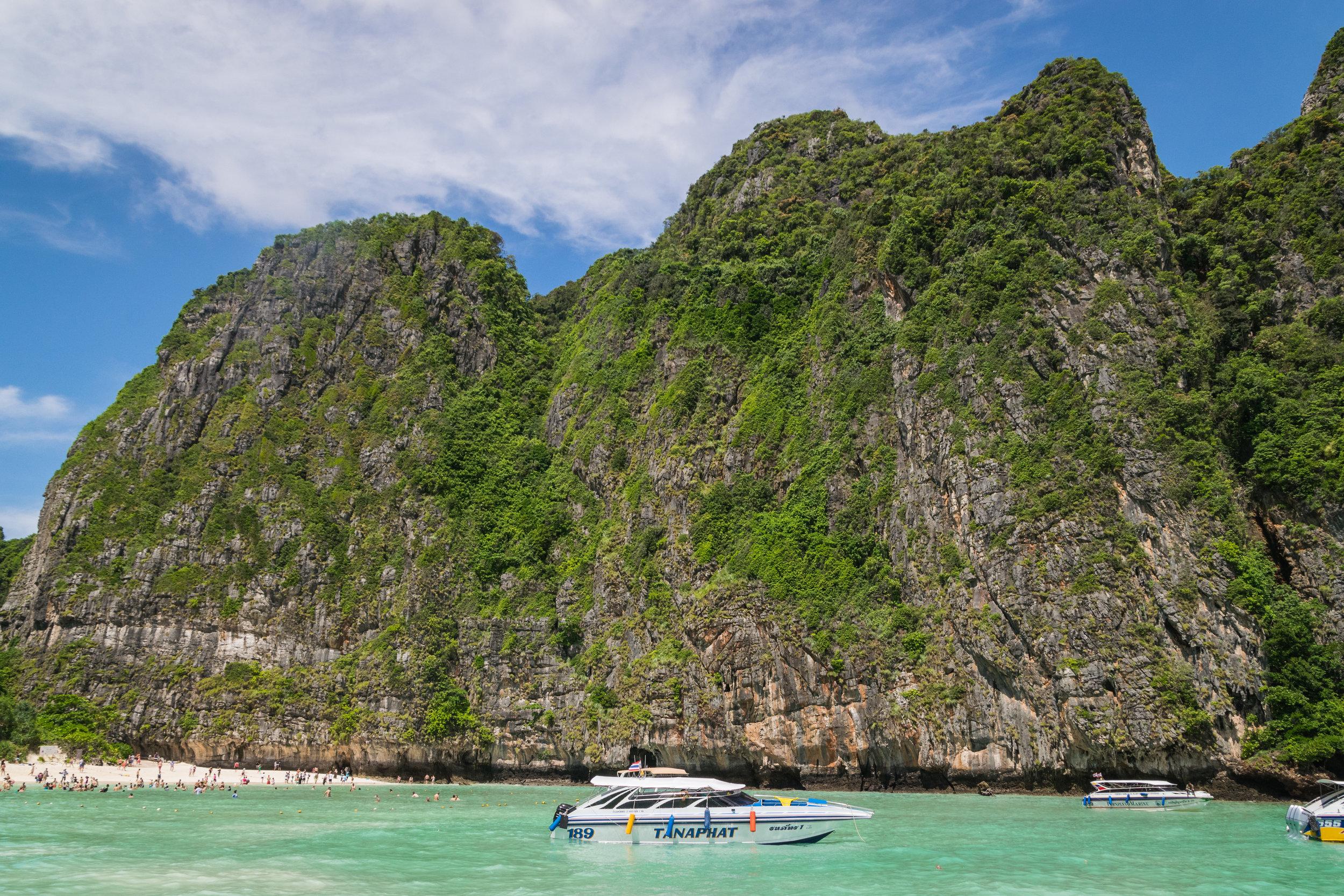 speedboats & tourists everywhere