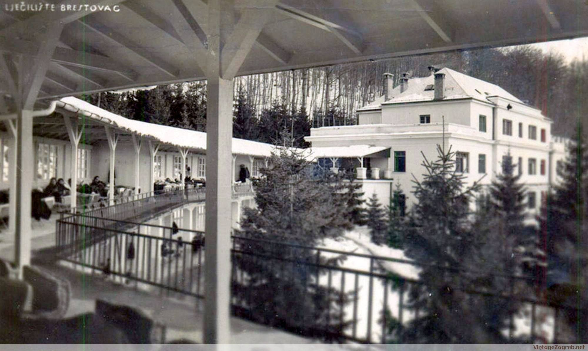 the deck & main building (photo source:  Medvednica.info )