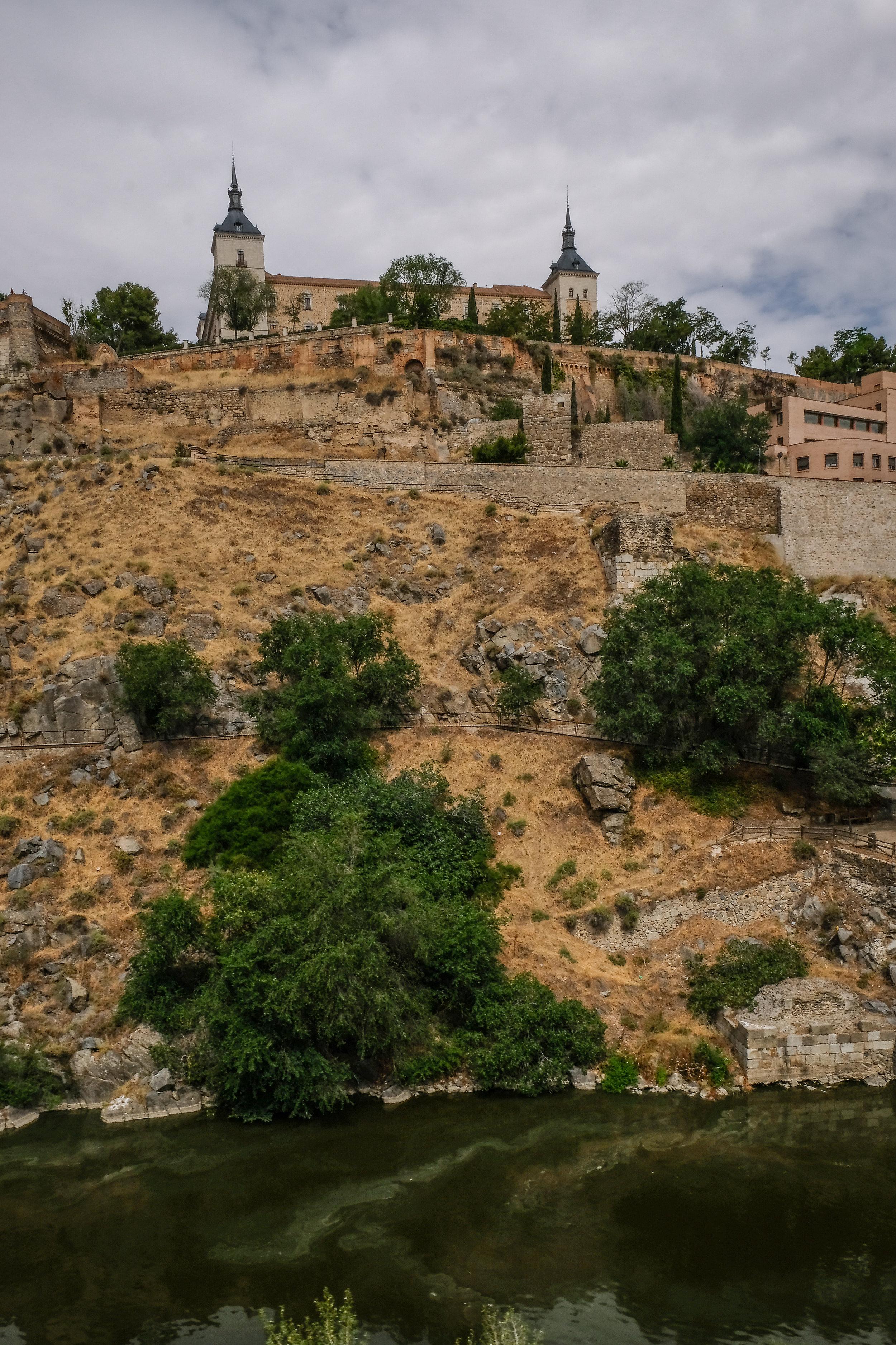 looking at Alcázar de Toledo