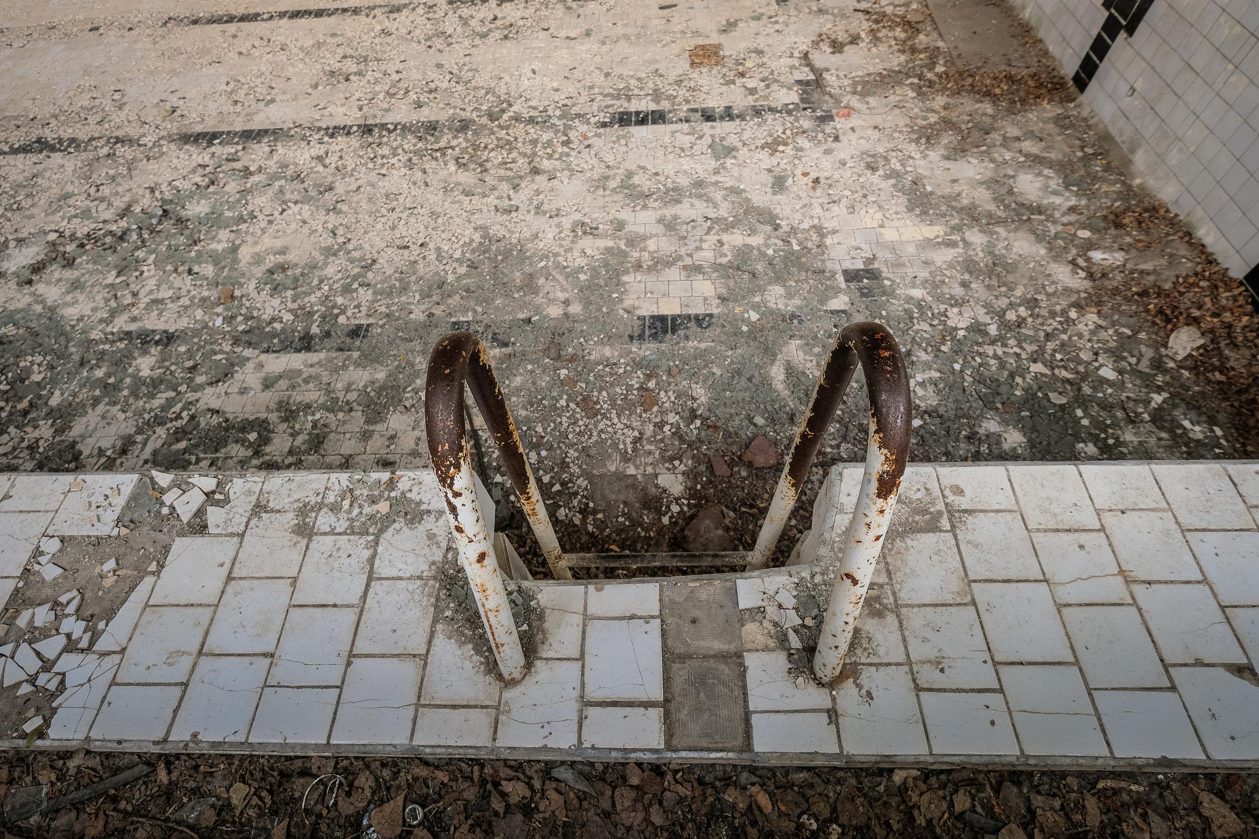 Pripyat_azure pool-3.jpg