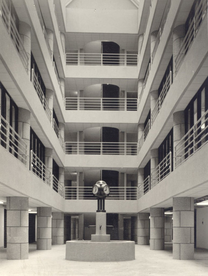 historical photo of the atrium inside the 1980 surgical hospital (photo credit: kek.org.hu )