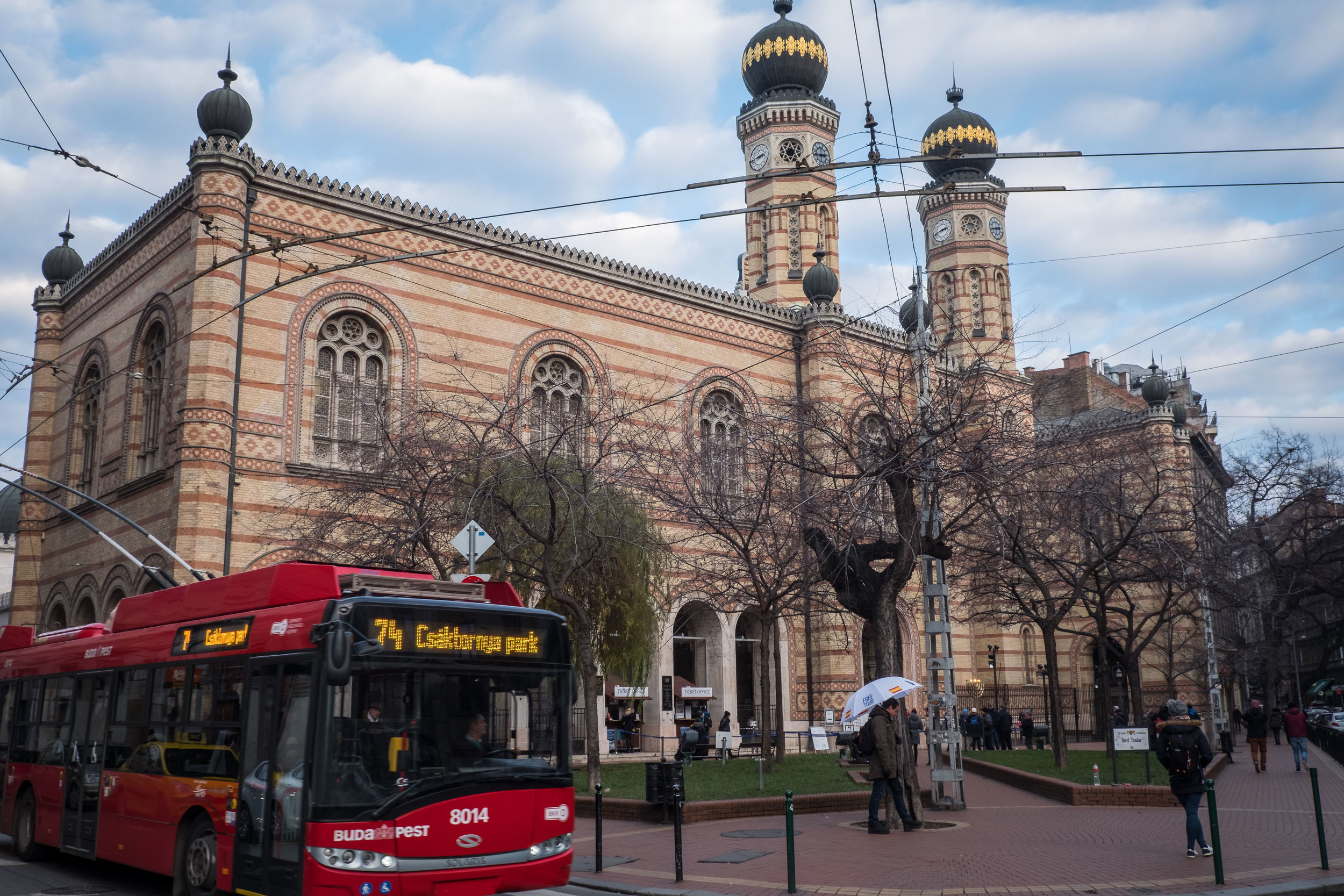 the bus trolley passes Rumbach Street Synagogue