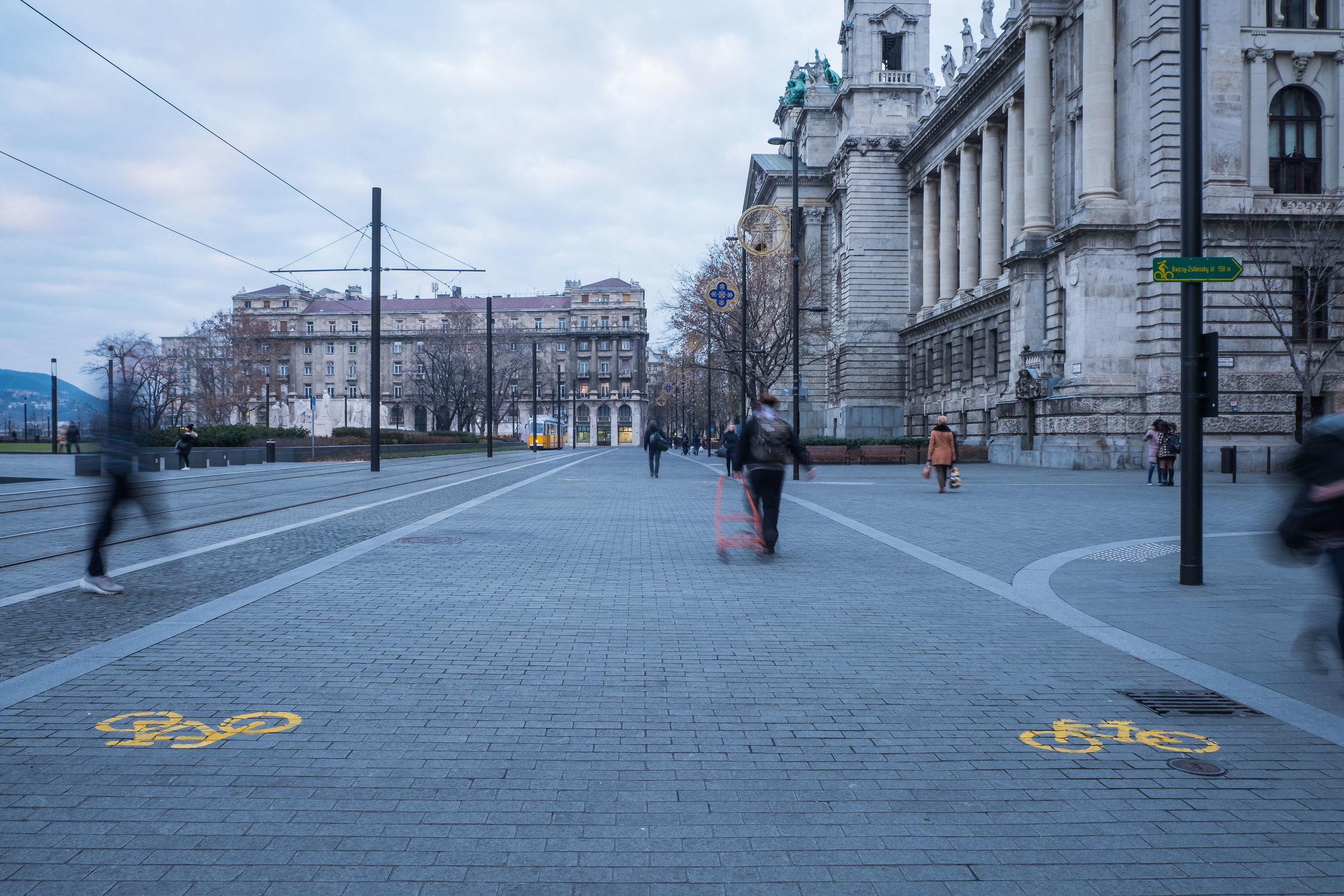 no cars (or dogs) are allowed near the Hungarian Parliament Building