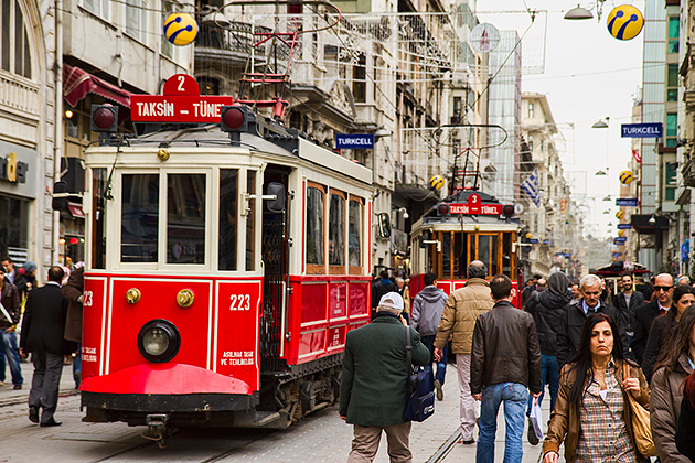 Turkey_Tuennel-Tram-Istanbul.jpg