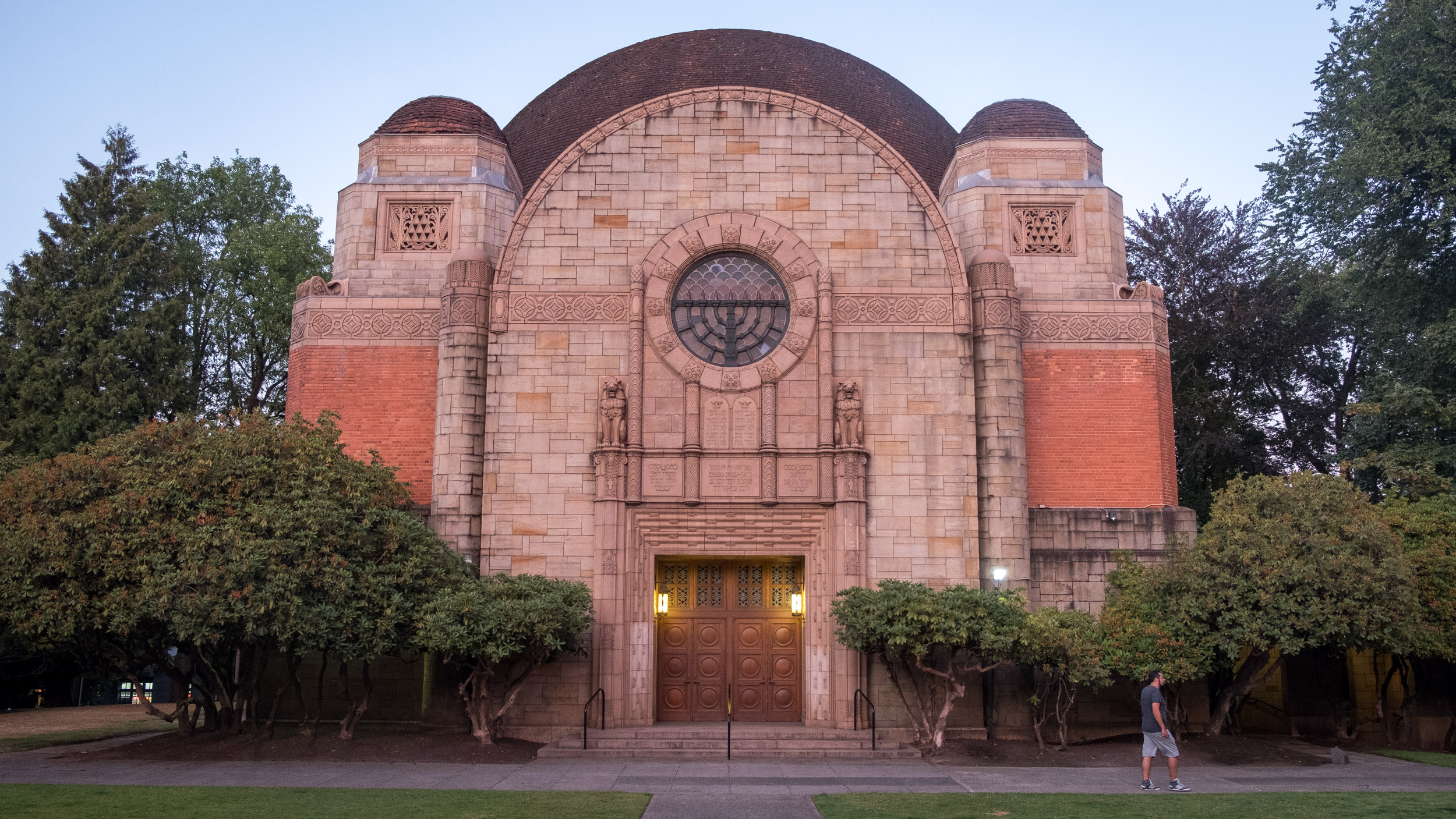 Temple Beth Israel across from Couch Park