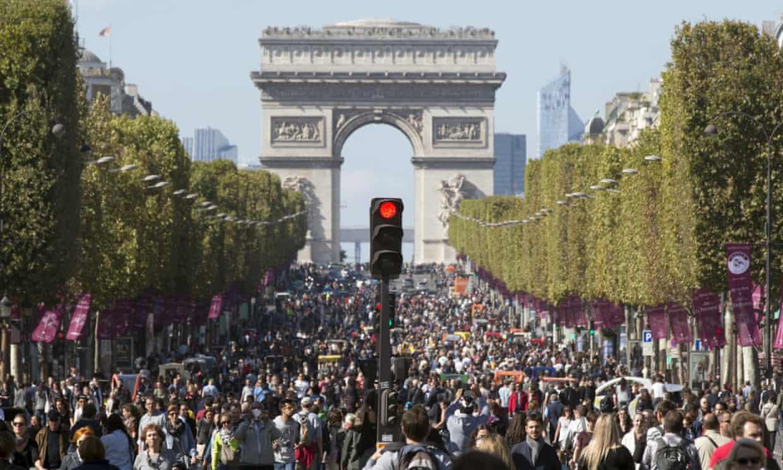 Paris' Arc de Triomphe on car-free day 2015 (photo credit  theguardian.com.uk )