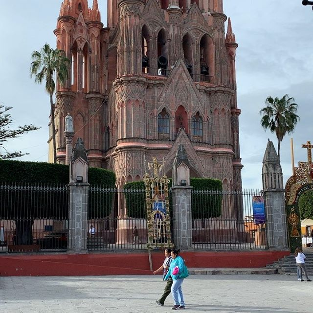 A lovely morning in San Miguel de Allende's car-free centro with a latte and my favorite sidekick. Who can resist clean air, people watching, and sounds of kids playing?  Not me!  Cheers to #carfree #carfreelife #sanmigueldeallende #mexico #unesco