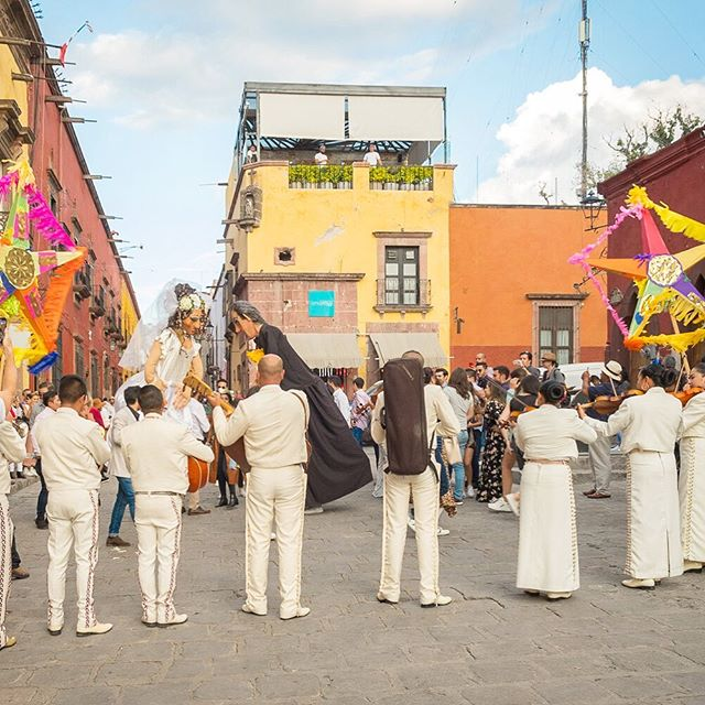 What makes San Miguel de Allende's car-fee centro so special?  People!  Read and see more on the blog at http://www.myradiantcity.com/blog/2019/10/12/the-beauty-of-lively-streets #sanmigueldeallende #mexico #urbanplanning #carfree #unesco